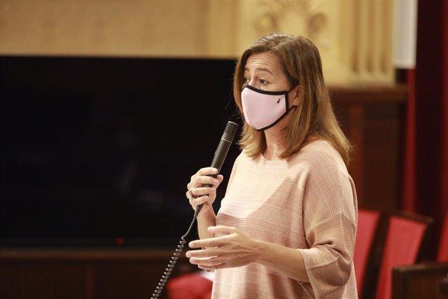 La presidenta del Govern, Francina Armengol, durante el pleno del Parlament.