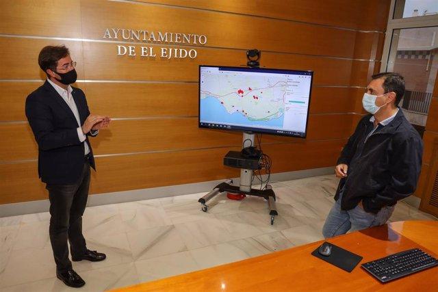 El alcalde de El Ejido presenta la nueva app para geolocalizar positivos de covid-19 en el municipio