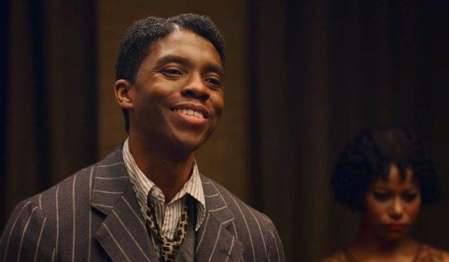 Chadwick Boseman en la película La madre del Blues