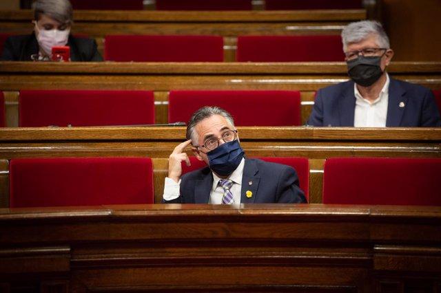 El conseller d'Empresa, Ramon Tremosa, en el ple del Parlament (Arxiu).