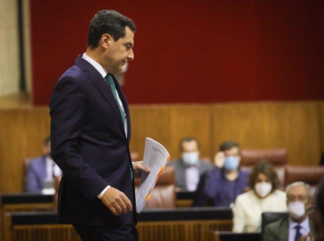 El presidente de la Junta de Andalucía, Juanma Moreno, después de su primera intervención en el debate sobre el Estado de la Comunidad en el Parlamento andaluz. Sevilla (Andalucía, España), a 20 de octubre de 2020.