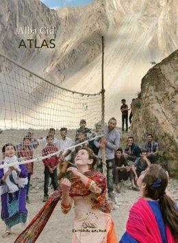 Alba Cid ha sido galardonada con el Premio Nacional de Poesía Joven 'Miguel Hernández', correspondiente a 2020, por su obra 'Atlas'.