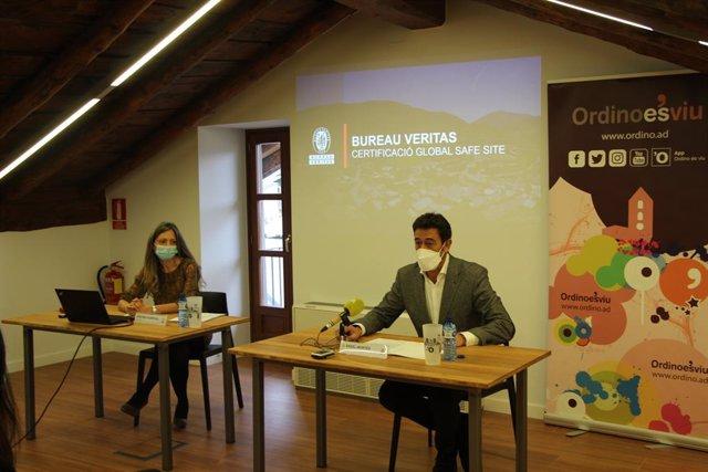 Cristina Viladevall, De Bureau Veritas, I Josep Àngel Mortés, Cònsol Major D'Ordino, Presenten El Pla De Certificació.