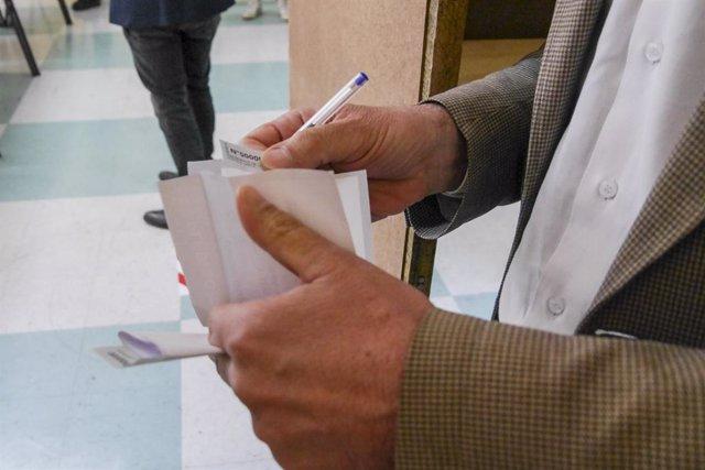 Coronavirus.- Chile levanta el toque de queda el domingo para la celebración del