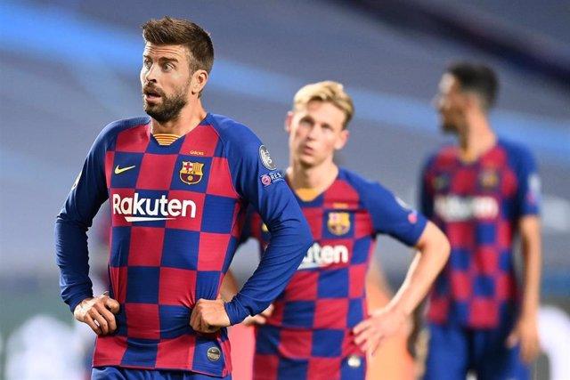 Gerard Pique, Frenkie de Jong  y Clement Lenglet en un partido con el FC Barcelona