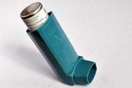 Inhaladores y píldoras de esteroides para el asma relacionados con un mayor riesgo de huesos quebradizos y fractura