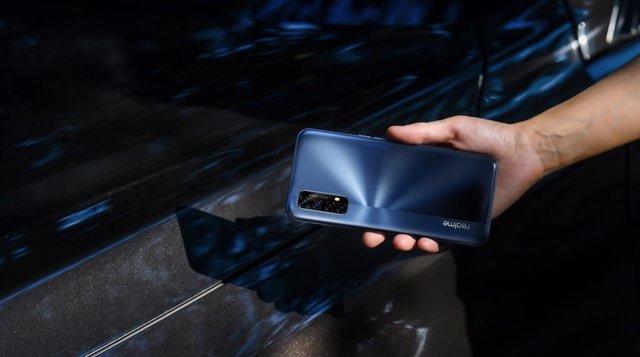 Un móvil 'gaming' por debajo de 200 euros es posible: el realme 7 sale a la vent