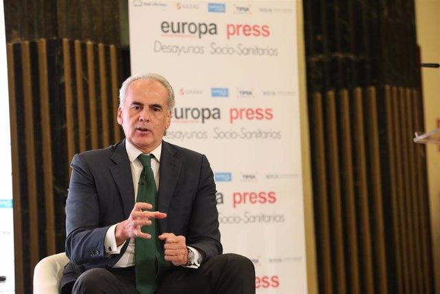 El consejero de Sanidad de la Comunidad de Madrid, Enrique Ruiz Escudero, interviene en una entrevista realizada durante un Desayuno Socio-Sanitario de Europa Press, en Madrid (España), a 20 de octubre de 2020.
