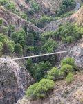 La Gran Senda de Málaga se enriquece con uno de los tres puentes colgantes más grandes de España en espacios naturales 2