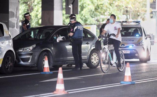 Agentes de la Policía Municipal de Madrid realizan controles de movilidad