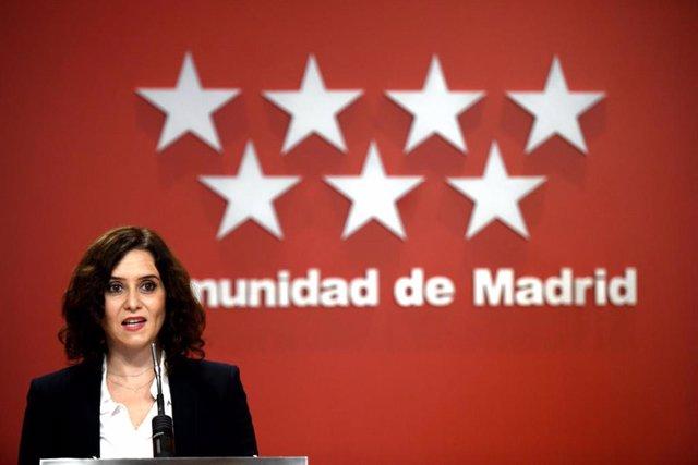 La presidenta de la Comunidad de Madrid, Isabel Díaz Ayuso, comparece en rueda de prensa en la Casa Real de Correos, en Madrid, (España), a 21 de octubre de 2020.