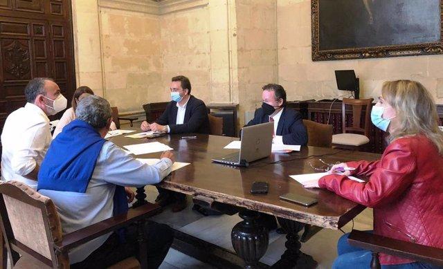 Reunión de la comisión de seguimiento celebrada en el Ayuntamiento