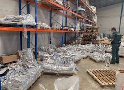 La Guardia Civil inmoviliza en Fuente Álamo 6 toneladas de  pienso animal por carecer de registro sanitario