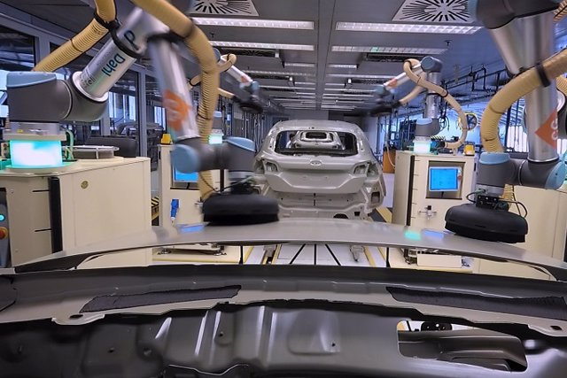 Robot colaborativo de Ford en su factoría de Colonia (Alemania)
