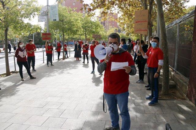 Un instant de la concentració dels professors de l'institut Terra Roja de Santa Coloma de Gramenet, el 21 d'octubre de 2020 (horitzontal)