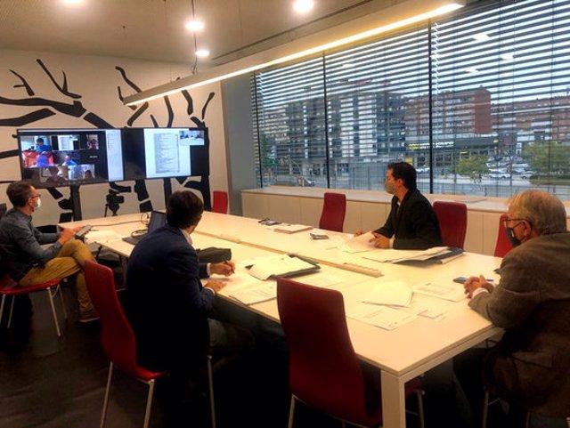 Pla obert on es pot veure un moment de la reunió del Centre de Negocis i Convencions de la Llotja de Lleida, el 21 d'octubre de 2020. (Horitzontal)