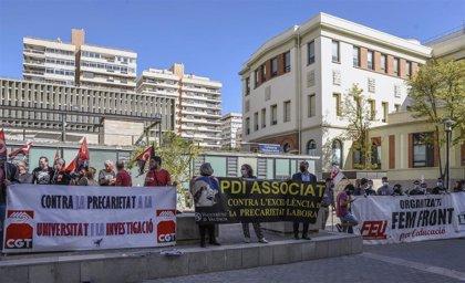 """Sindicatos, estudiantes y docentes reclaman medidas contra la """"precariedad"""" en la universidad y en la investigación"""