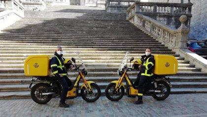 Correos incorpora 141 motos eléctricas a su flota en Catalunya