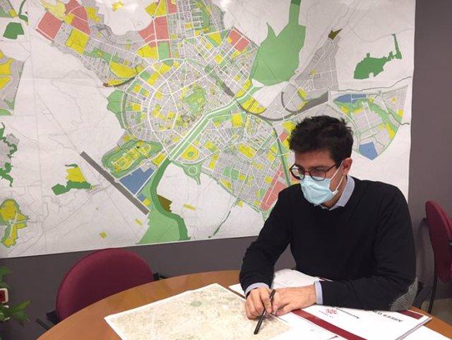 Pla mitjà on es pot veure el tinent d'alcalde de la Paeria Toni Postius, el 21 d'octubre de 2020. (Horitzontal)