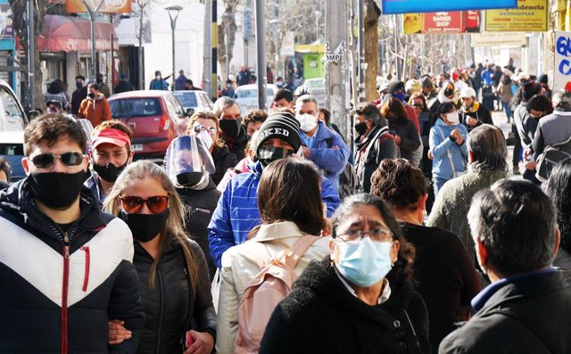 Coronavirus.- Chile registra un aumento de la tasa de positividad tras sumar 1.1