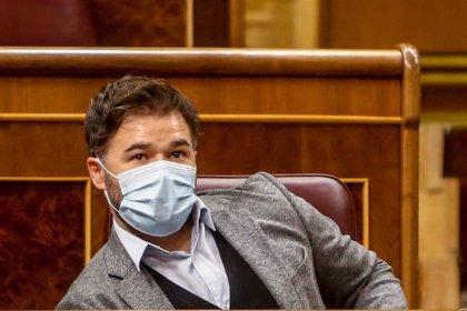 """Rufián tacha a Vox de """"ectoplasma del falangismo y del cuñadismo"""" que """"vive de la hipocresía"""" del PSOE"""