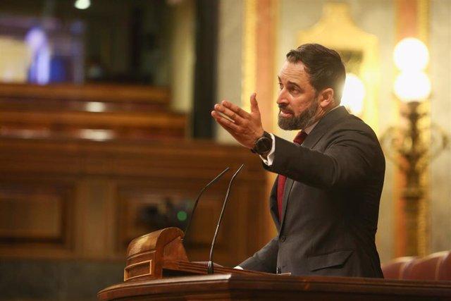 El presidente de Vox, Santiago Abascal, interviene durante el pleno en el que se debate la moción de censura planteada por Vox