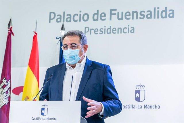 Consejero de Sanidad, Jesús Fernández Sanz, en rueda de prensa.