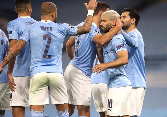 Fútbol/Champions.- (Crónica) City y Liverpool debutan en Champions con tres punt