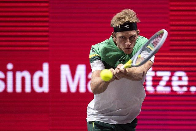 Tenis.- (Crónica) Davidovich vuelve a apostar por Colonia y Amberes se queda sin