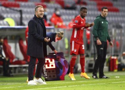 """Flick: """"Müller hace de entrenador en el campo"""""""