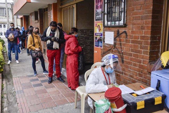 Coronavirus.- Colombia supera los 980.000 casos mientras que casi 885.000 person