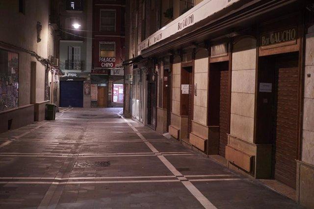 Una calle vacía en Pamplona en el día en que comienza el cierre perimetral de Navarra.