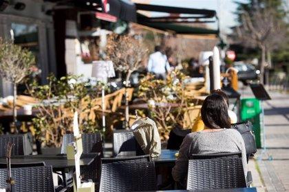 Sanidad propone a las CCAA cerrar bares a las 22.00 horas y no salir de casa en las zonas con mayor incidencia