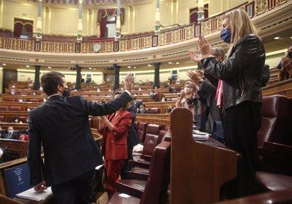 Casado replica a Abascal que sus gobiernos no son rehenes de Vox: ¿Prefiere a Susana Díaz o a Carmena?