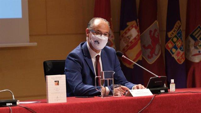 El presidente de las Cortes de Castilla y León, Luis Fuentes.