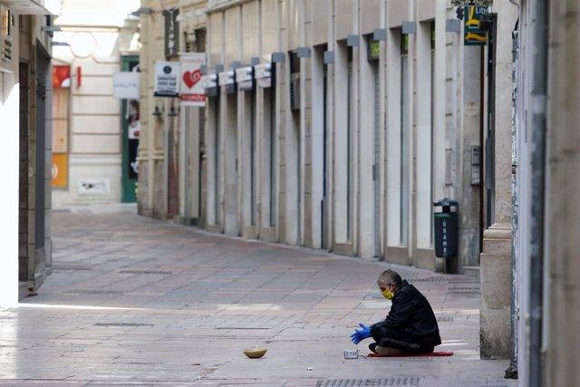 Personas sin hogar permanecen en la calle durante el estado de Alarma por el COVID-19