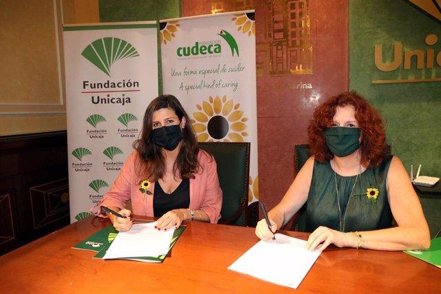 La responsable de Solidaridad Social y Educación de la Fundación Unicaja, Ana Cabrera, y Marisa Martín, gerente y directora médico de la Fundación Cudeca, durante la firma de un convenio