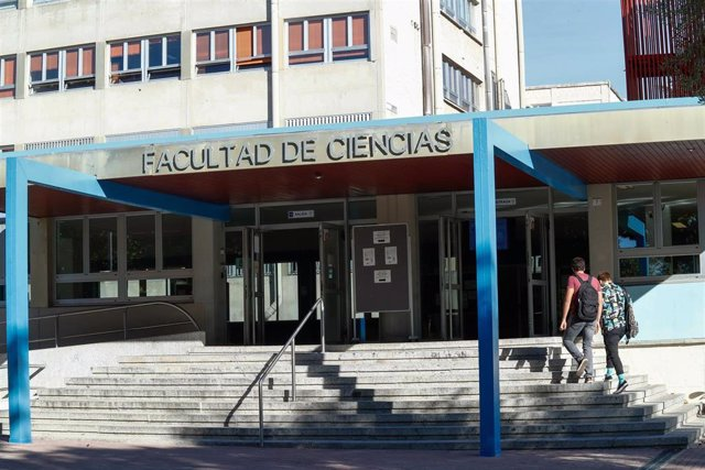 Fachada de la Facultad de Ciencias de la Universidad Autónoma durante el primer día del curso escolar 2020-2021, en Madrid (España), a 7 de septiembre de 2020. Desde hoy, alrededor de 303.000 estudiantes van a volver a las aulas de las 14 universidades de