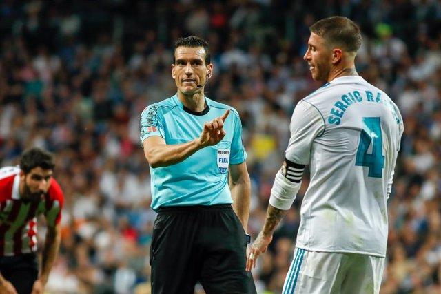 Fútbol.- Martínez Munuera arbitrará su primer Clásico este sábado en el Camp Nou