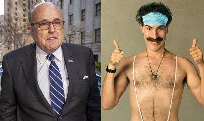 """Rudy Giuliani explica su embarazosa escena presuntamente sexual en Borat 2: """"Estaba metiéndome la camiseta"""""""