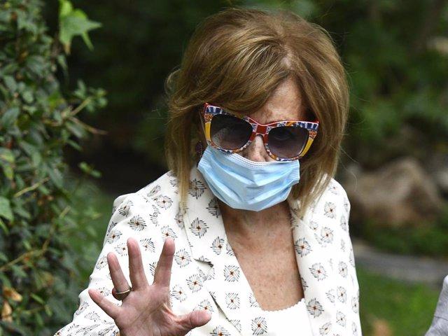 María Teresa Campos, con unas coloridas gafas de sol que ya le hemos visto en más ocasiones