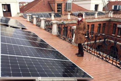 El Ayuntamiento de Valladolid inicia la instalación de 26 placas fotovoltaicas en su azotea