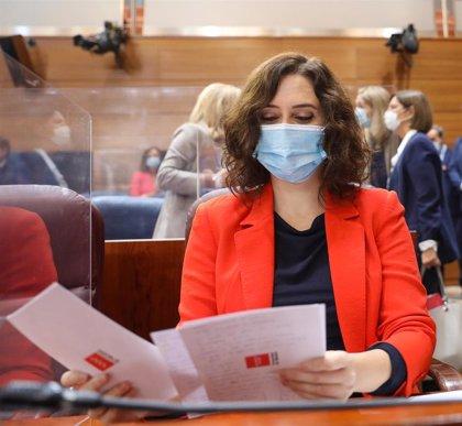 """Ayuso critica que solo se ponga """"el acento"""" en los cambios en el Gobierno de Madrid y defiende que son para reforzar"""