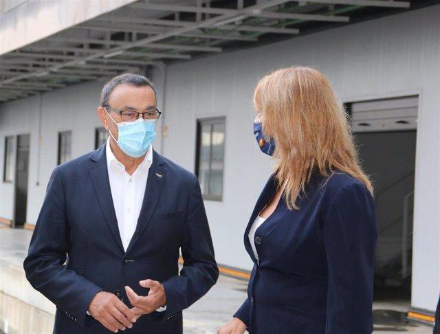 El presidente de la Diputación de Huelva, Ignacio Caraballo, junto a Pilar Miranda.