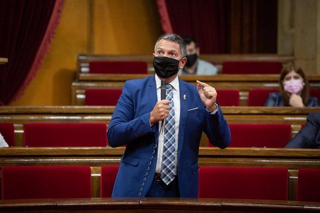 El conseller d'Interior, Miquel Sàmper, intervé durant la primera sessió de control al Parlament. Barcelona, Catalunya, (Espanya), 7 d'octubre del 2020.
