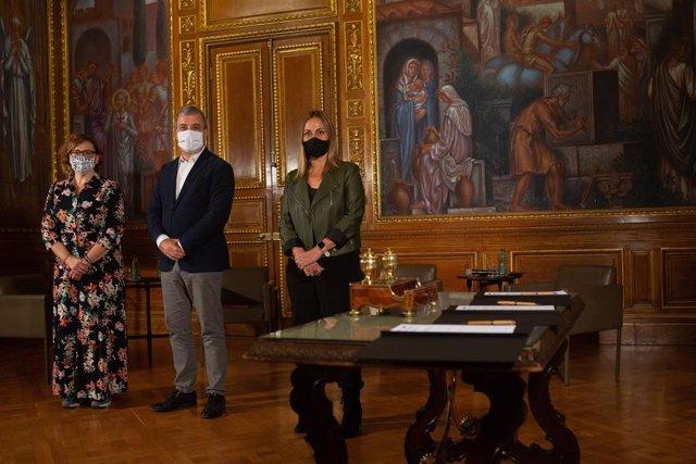 Montserrat Ballarín, Jaume Collboni i Eva Menor signen l'acord de col·laboració entre l'Ajuntament, la Diputació i l'AMB