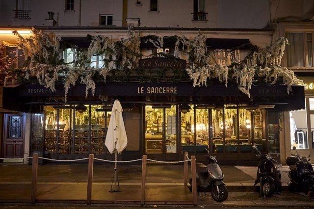 Restaurante cerrado por el toque de queda en París