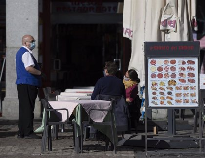 La hostelería en Madrid ve con buenos ojos un toque de queda en la región a partir de las 00.00 horas