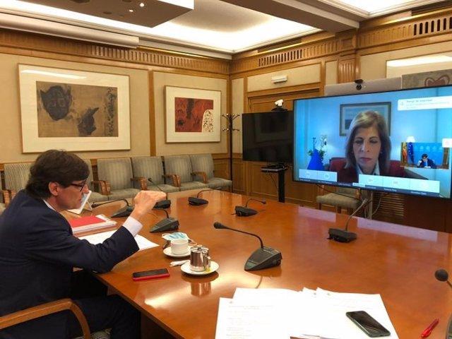 El ministro de Sanidad, Salvador Illa, ha mantenido un encuentro bilateral virtual con la comisaria europea de Salud y Seguridad Alimentaria, Stella Kyriakides