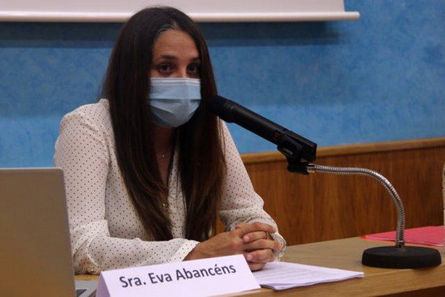 Pla mitjà de la portaveu de Padesa, Eva Abancéns, a la Cambra de Comerç de Tortosa. Imatge del 22 d'octubre de 2020. (horitzontal)